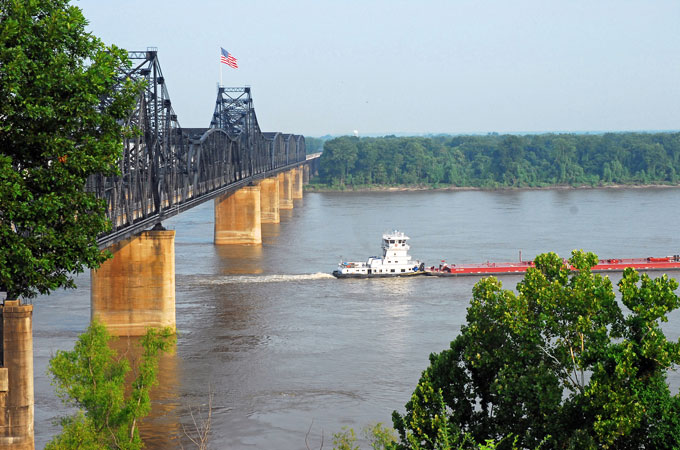 Mississippi River Bridge bei Natchez, Mississippi - Credit: Visit Mississippi