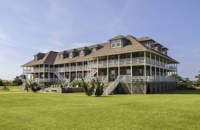 NC/Outer Banks/Nags Head/First Colony Inn/Außenansicht